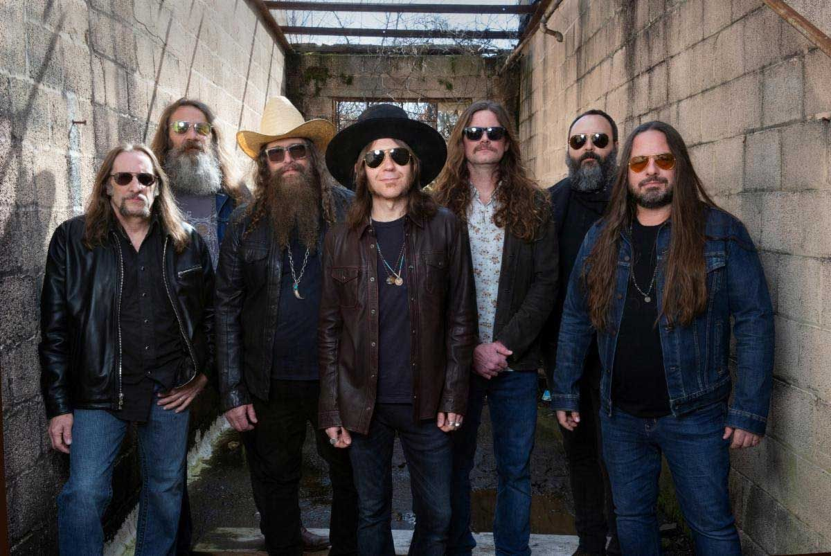 Blackberry Smoke and Warren Haynes join forces on All Rise Again