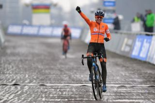 OOSTENDE BELGIUM JANUARY 30 Arrival Lucinda Brand of The Netherlands Celebration during the 72nd UCI CycloCross World Championships Oostende 2021 Women Elite a 146km UCICX CXWorldCup Ostend2021 CX on January 30 2021 in Oostende Belgium Photo by Luc ClaessenGetty Images