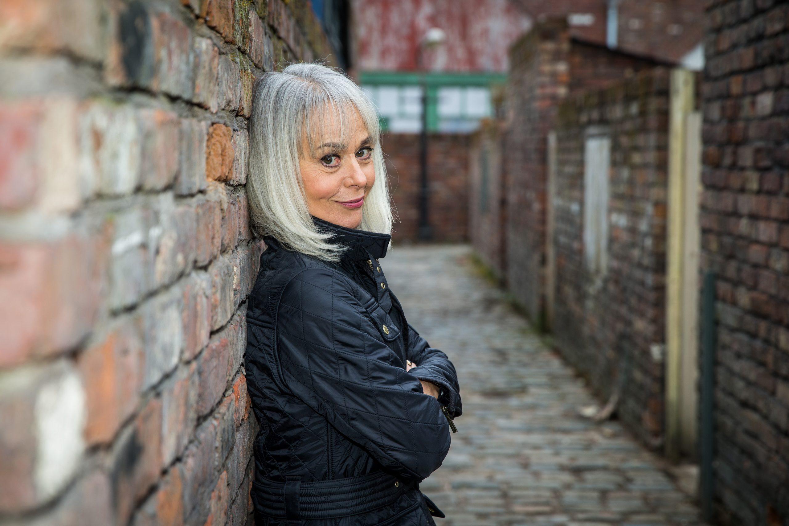 Tracie Bennett regresa a Coronation Street como Sharon