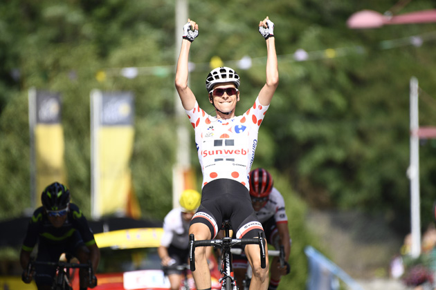 Fabio Aru fends off Chris Froome s attacks to retain Tour de France lead as  Warren Barguil wins stage b04675072
