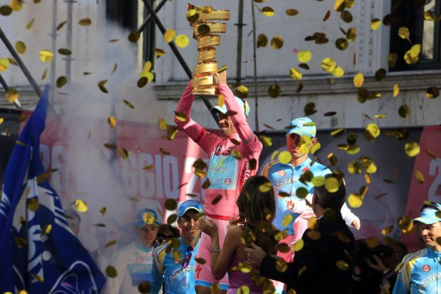 Vincenzo Nibali (Astana) with the trophy after winning the 2013 Giro d'Italia