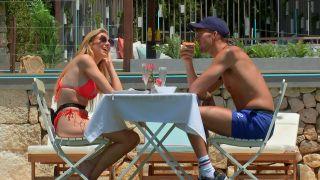 Hugo Hammond and Chloe Burrows share brunch on Love Island 2021.