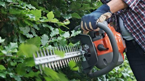 Husqvarna 122HD60 hedge trimmer review