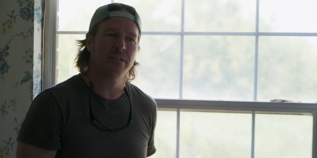 Chip Gaines revealing a newfound problem to Joanna Gaines on Fixer Upper: Welcome Home