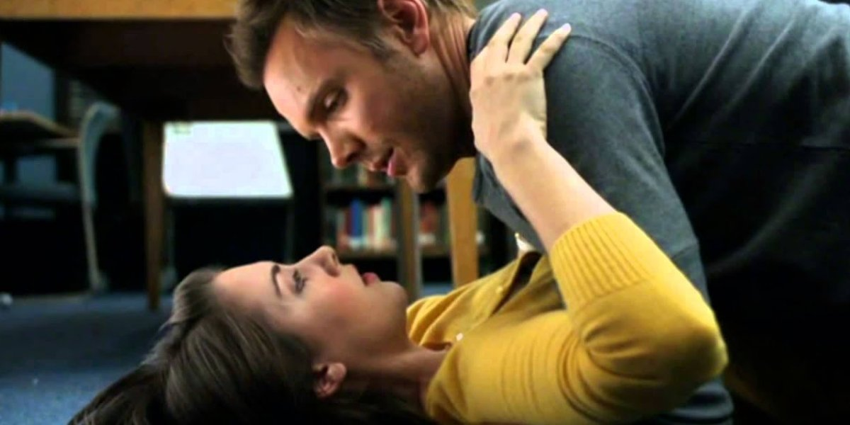 Joel McHale as Jeff Winger and Alison Brie as Annie Edison on Community