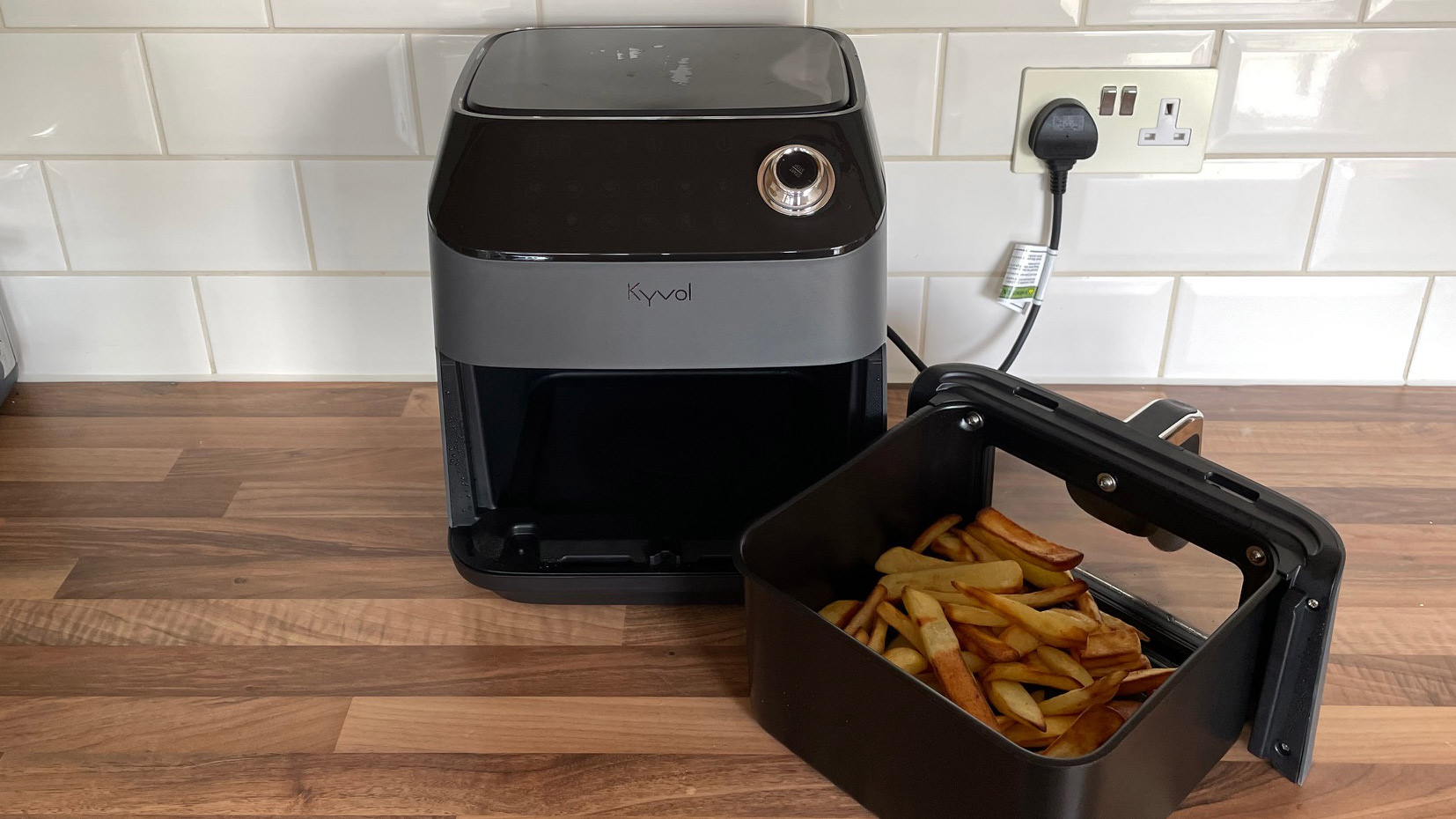 Kyvol AF600 Air Fryer on a kitchen countettop with fries in the frying basket