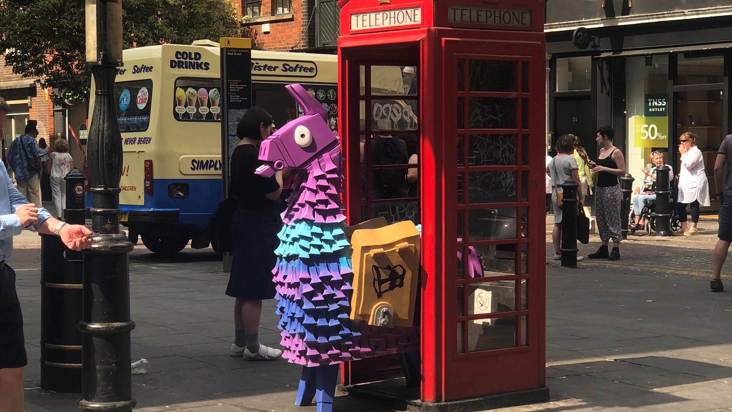 Llama Spoted Fortnite Fortnite Arg Llamas Are Appearing All Over Europe Pc Gamer