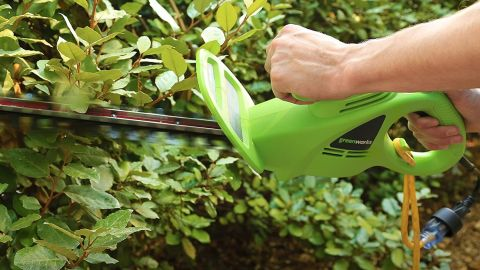 GreenWorks 22102 hedge trimmer review