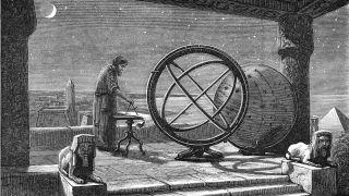 По словам греко-египетского астронома Клавдия Птолемея, астроном Никпейский Гиппарх был первым, кто вычислил расстояние до Луны от Земли, используя наблюдения солнечного затмения, которое было видно как в Александре в Египте, так и в H.
