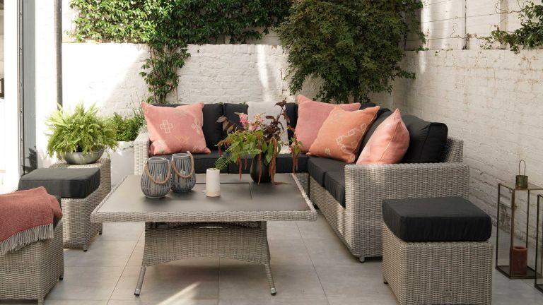 moda furnishings furniture in courtyard garden ideas