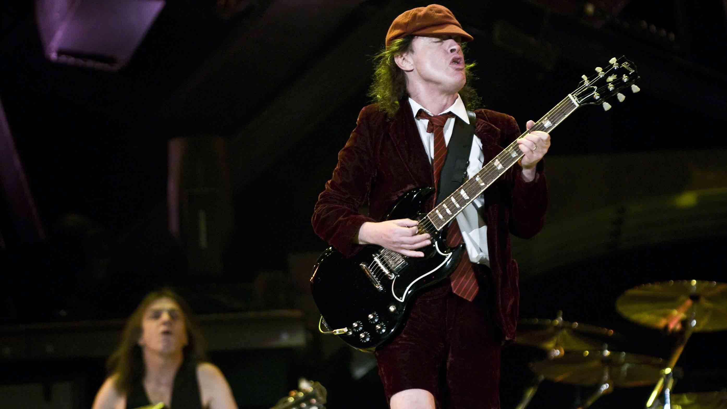 How to play guitar like AC/DC