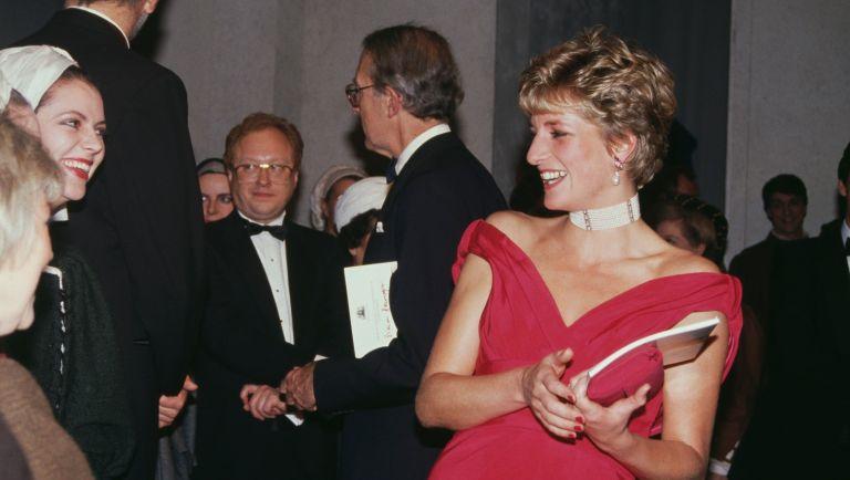 Diana, Princess of Wales (1961 - 1997) meets the cast of the Verdi opera 'Simon Boccanegra' at the Royal Opera House in London, 12th November 1991.