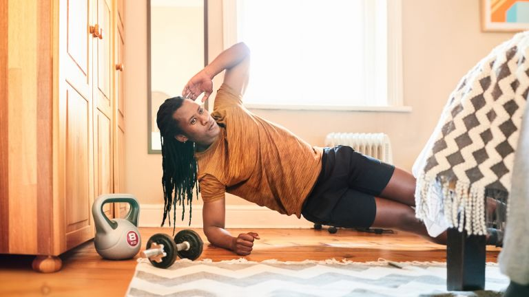 Man doing the best workouts for abs