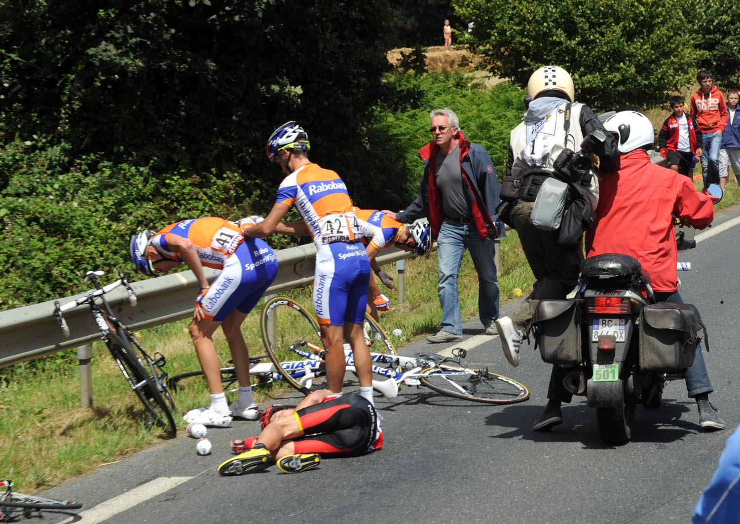 Janez Brajkovic and Robert Gesink crash, Tour de France 2011, stage five