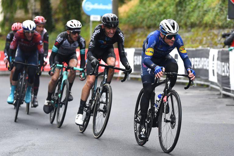 Remco Evenepoel leads Romain Bardet, Simon Yates, Davide Formolo and Alberto Bettiol on stage four of Giro d'Italia 2021