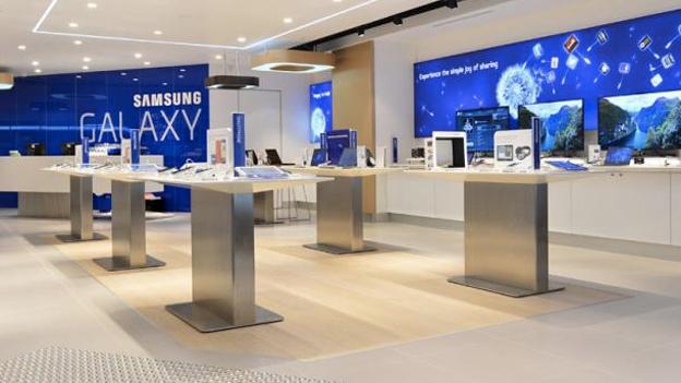 Samsung vs Apple war hits High Street as Galaxy-maker opens