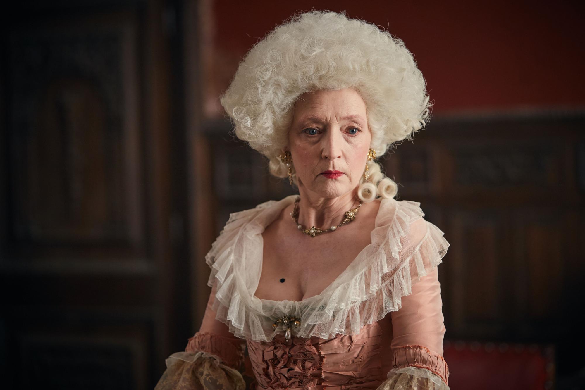 Lesley Manville como Lydia