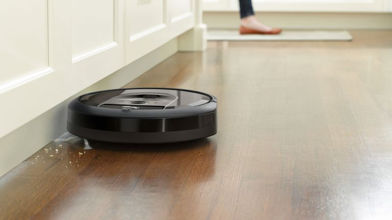 roomba i7+ review: cleaning floor