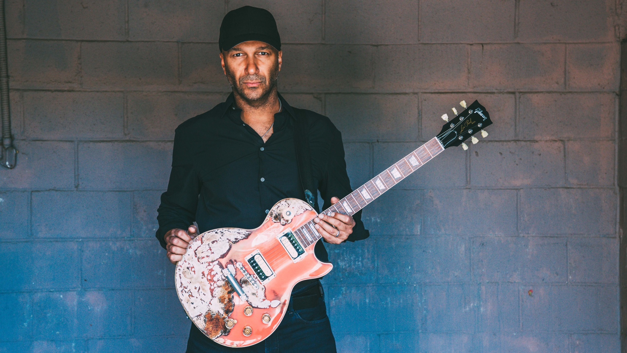 "Tom Morello: ""The guitar itself, independent of any lyrics, can be politically revolutionary"""