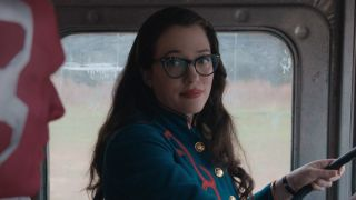 Darcy Lewis (Kat Dennings) talks with Vision (Paul Bettany) on WandaVision (2021)