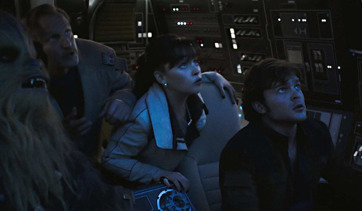 Qi'ra and the crew looking concerned in space