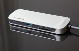 Kingston Nucleum USB-C Hub con HDMI, 2 puertos USB 3.0, tipo C