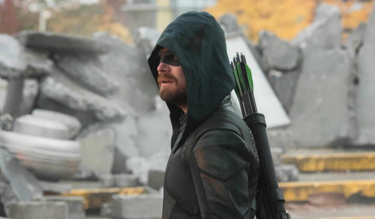 crisis on infinite earths green arrow oliver queen the cw