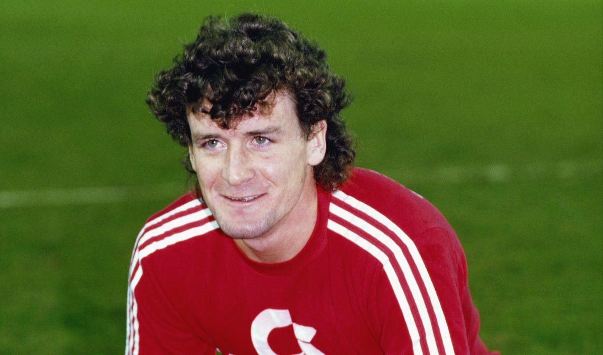 """There was a hierarchy - only the top people would sit with Lothar Matthaus"" - Mark Hughes reveals what it was like to join the Bayern Munich dressing room"