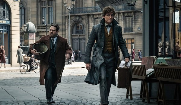 Fantastic Beasts: The Crimes of Grindelwald Jacob and Newt cautiously walk down the street