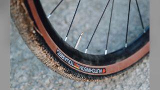 Hutchinson Touareg Gravel Tire 700 x 40 Tubeless Tan 127tpi Hardskin