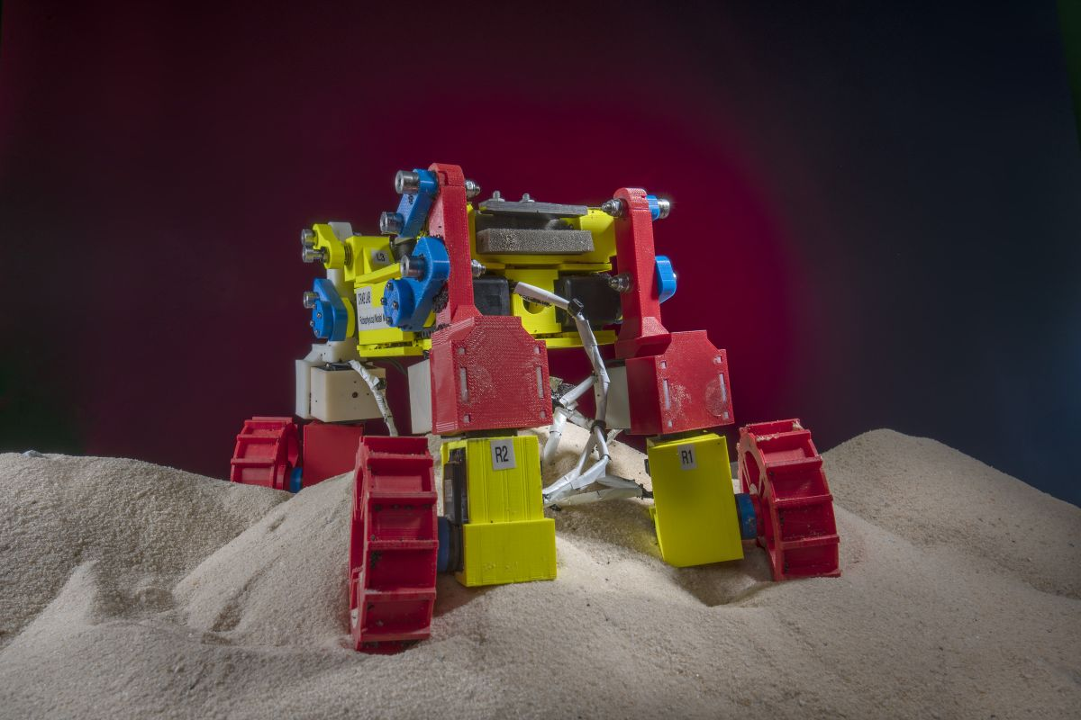 Future Mars and moon rovers may paddle their way out of sand traps - Space.com