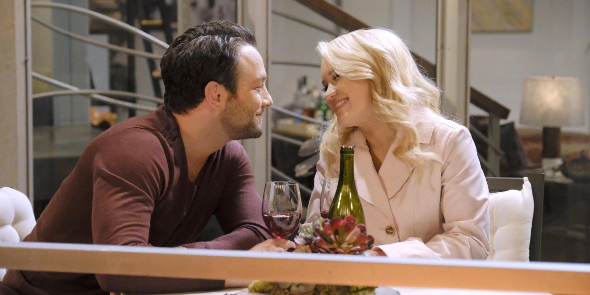 Jonathan Sadowski and Emily Osment in Young and Hungry