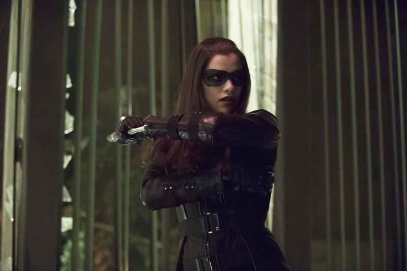 Arrow 'Birds Of Prey' Photos And Episode Description Tease An 'Epic Battle' #30885