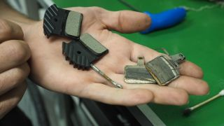 How to replace disc brake pads