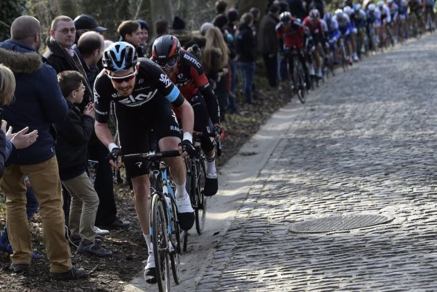 Luke Rowe attacks in the 2016 Omloop Het Nieuwsblad