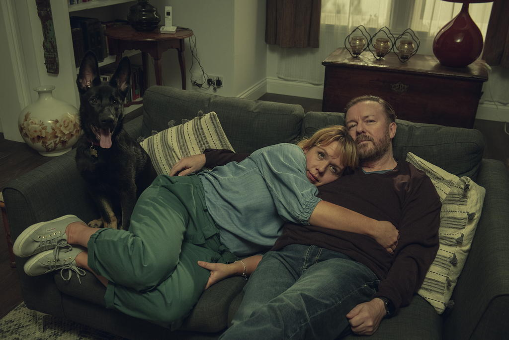 Ricky Gervais y Kerry Godliman.