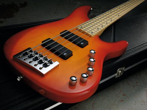 This is a very comfortable bass to play.
