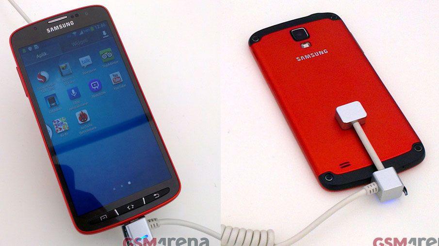 Samsung Galaxy S4 Active looks like the Ferrari of smartphones
