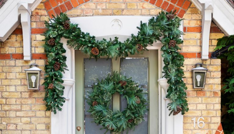 Christmas Door Decorating Ideas Make Your Home Festive Right From The Start Livingetc