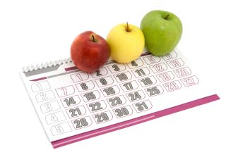 Three apples sit lined up on a calendar.