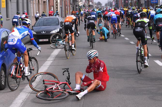 Reto Hollenstein (Katusha-Alpecin) in an early crash