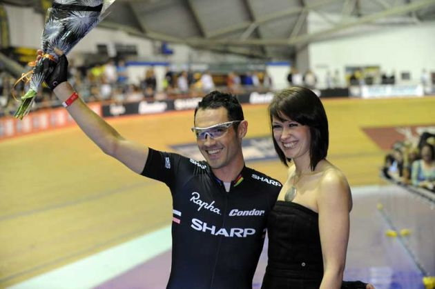 Chris-Newton-Rapha-Condor-Sharp-Revolution-2010-Manchester-velodrome.jpg