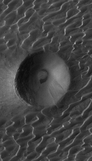 Martian Sand Dunes Are Slowpokes