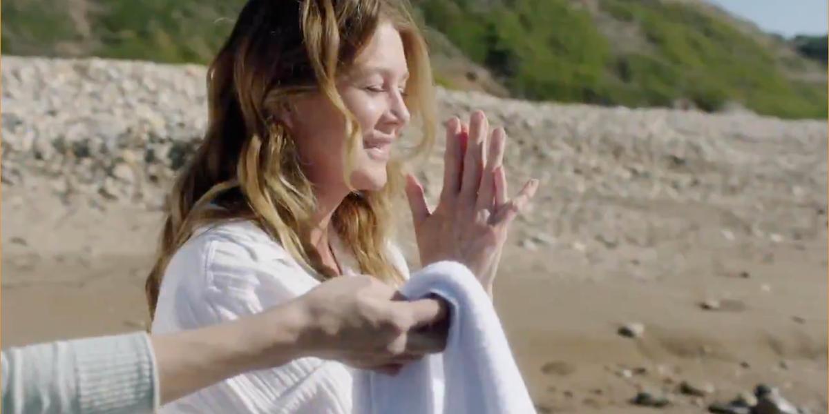 Grey's Anatomy Meredith on beach Lexie handing her towel.