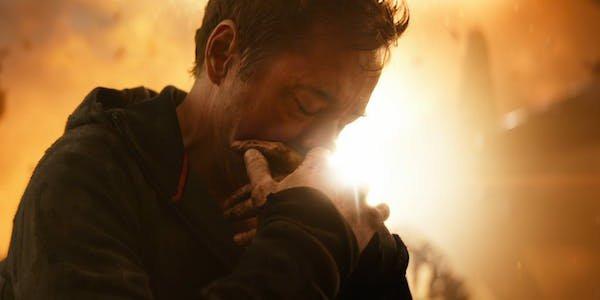 Tony Stark in avengers: infinity war death scnee