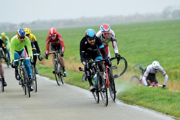 Bernhard Eisel leads into the winds in the 2015 Ghent-Wevelgem