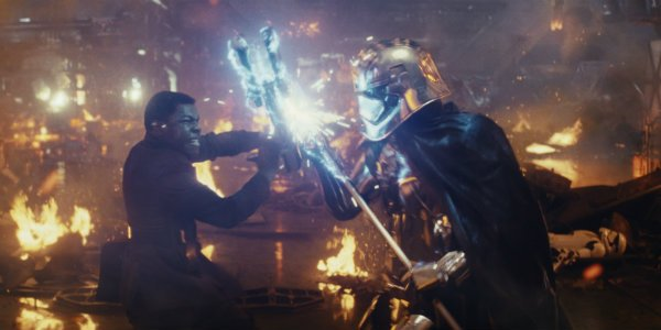 Star Wars the last jedi finn fights phasma