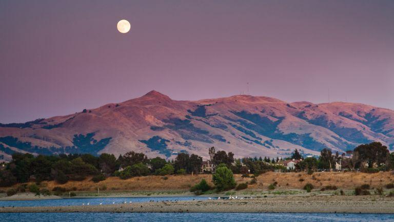 Moonrise Over Mission peak California at sunset time.