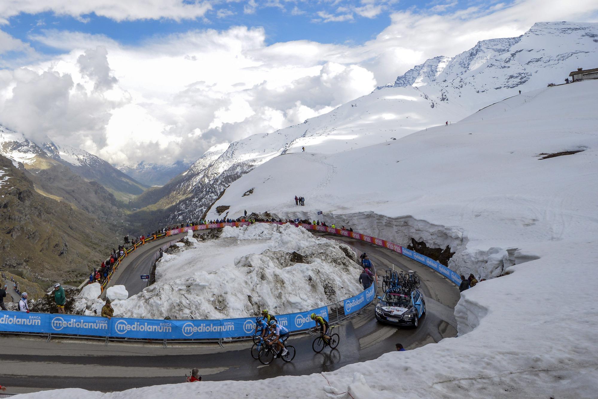 The 2019 Giro d'Italia climbs above the snow line