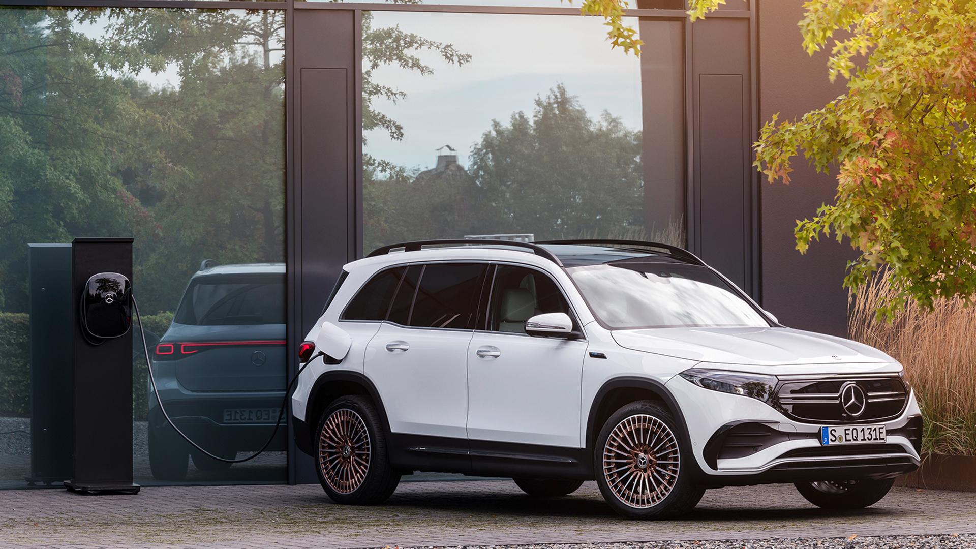 Mercedes-Benz EQB charging